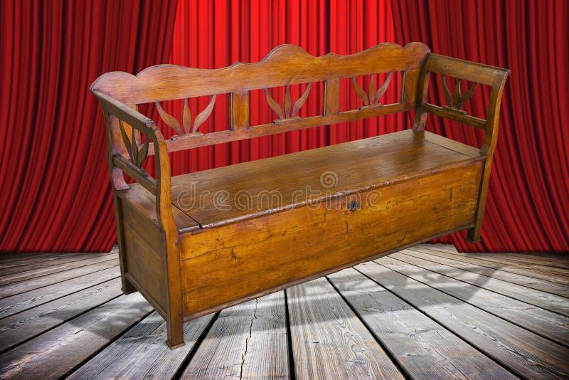As senhoras e senhores deputados aqui são-lhe que a mobília velha apenas restaurou! - imagem do conceito com uma mobília italiana ilustração stock