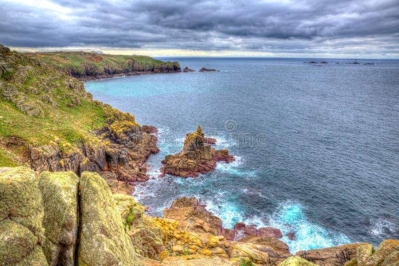 As terras terminam a costa da angra Cornualha Inglaterra Reino Unido de Sennen em HDR foto de stock
