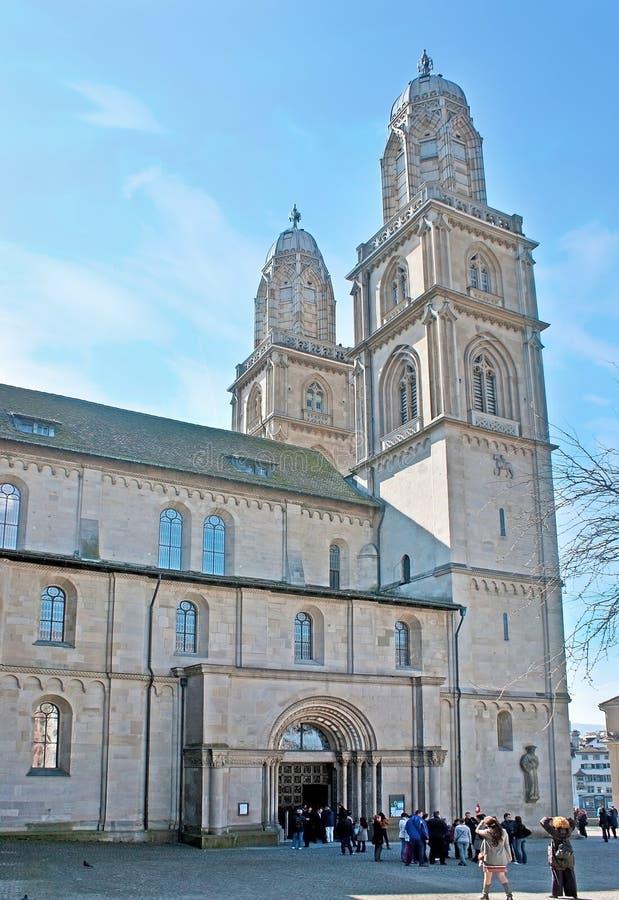 As torres de sino de Grossmunster Kirche imagem de stock royalty free