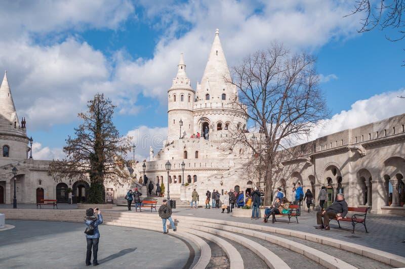 As torres do ` s do pescador fortificam em Budapest, Hungria fotos de stock