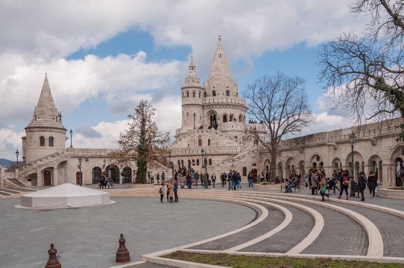 As torres do ` s do pescador fortificam situado no banco de Buda do Danúbio em Budapest, Hungria imagem de stock royalty free