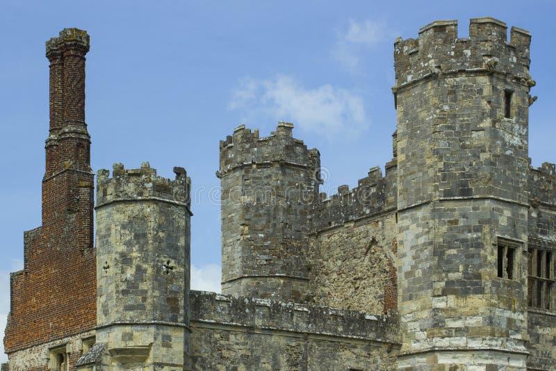 As torres, as torretas e as chaminés das ruínas antigas do século Tudor Titchfield Abbey de the13th fotos de stock