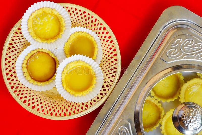 As tortas são servidas capturaram o ângulo superior foto de stock