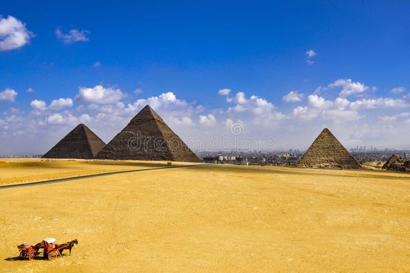 As três grandes pirâmides as mais velhas de gaza no Cairo, Egito, fotos de stock