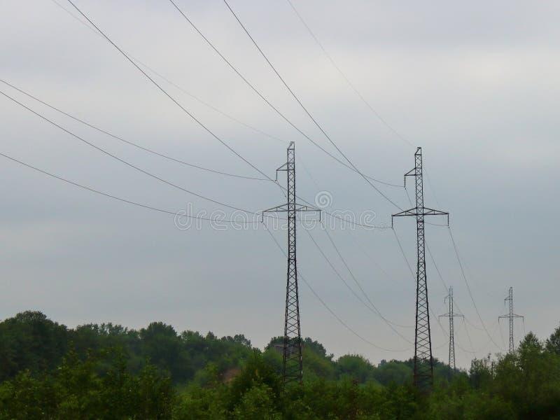 As transmissões de energia vão foto de stock