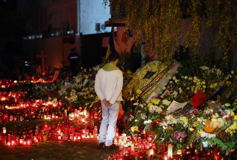 As velas em Colectiv batem em Bucareste, Romênia foto de stock