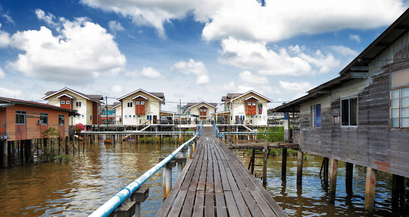 Vila famosa da água de Brunei fotos de stock royalty free
