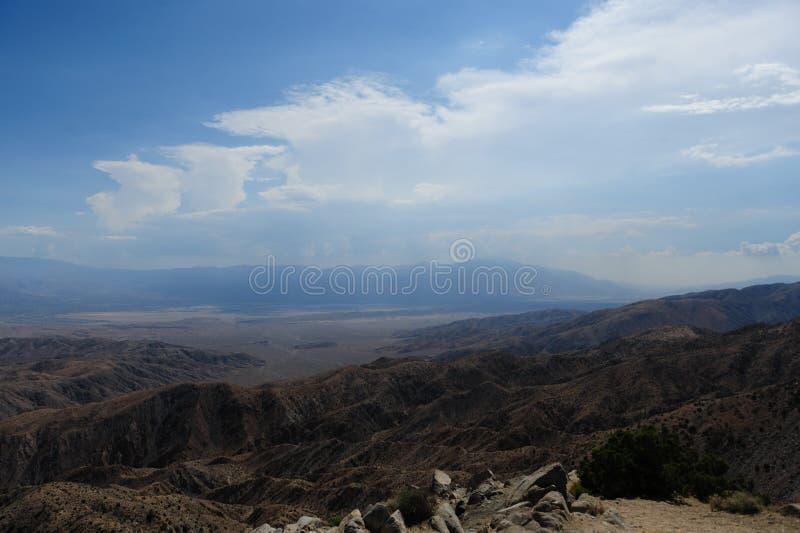 As vistas chaves negligenciam em Joshua Tree National Park fotografia de stock royalty free