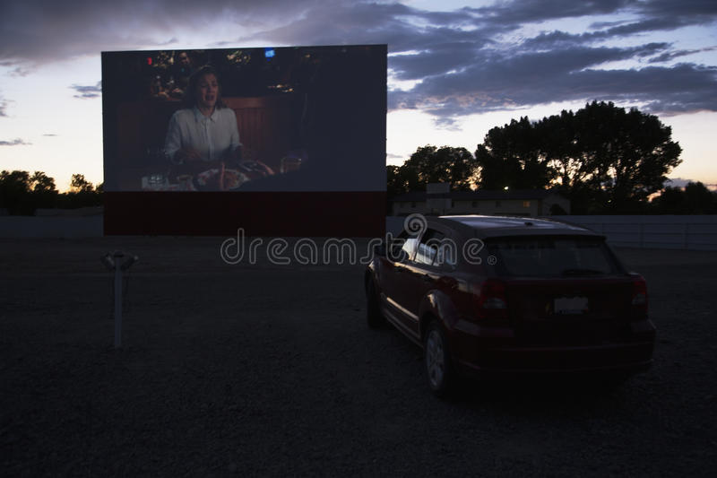 As vistas na estrela de cinema do relógio do carro conduzem no cinema, Montrose, Colorado, EUA fotografia de stock royalty free