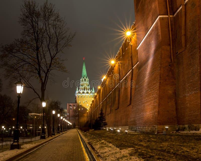 As vistas o Kremlin de Moscou, Moscou e do Alexander jardinam, fotografia de stock royalty free