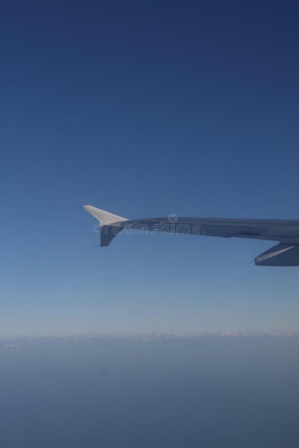 Download Asa do avião no vôo foto de stock. Imagem de céu, terra - 12803430
