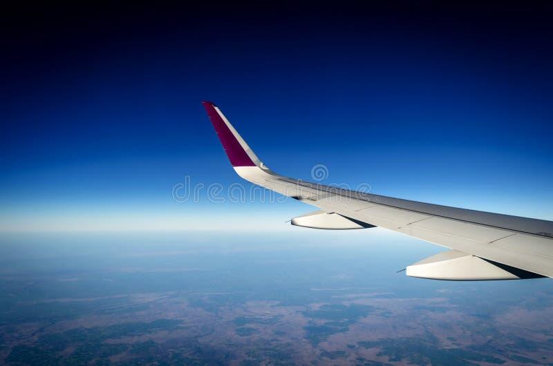 Asa do avião vista da janela fotos de stock royalty free