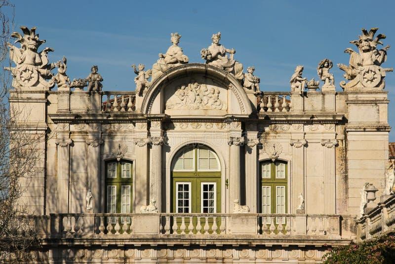 Asa e estatuário barrocos. Palácio nacional. Queluz. Portugal imagens de stock royalty free