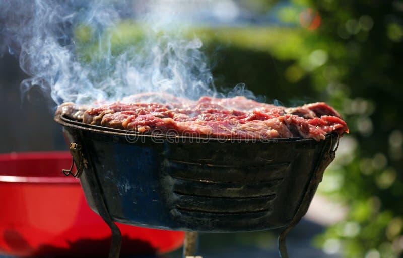 Asada σχαρών ξυλάνθρακα carne που ψήνει στη σχάρα στις οδούς της νότιας Φλώριδας Μαϊάμι Μπιτς στοκ εικόνες