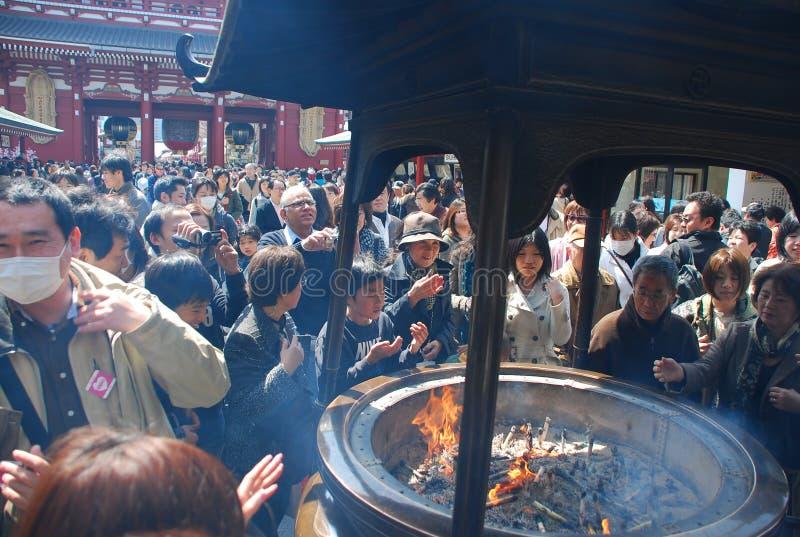 asakusa佛教燃烧器巨型香火寺庙使用 免版税库存照片