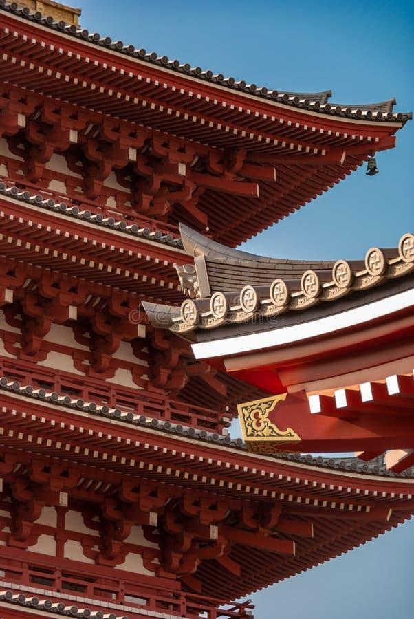 Asakusa świątyni dachu markizy szczegół w jutrzenkowym świetle - fotografia royalty free