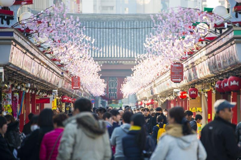 Asakusa - Japan, 20 Februari, 2016: Nakamise het winkelen straat a royalty-vrije stock foto