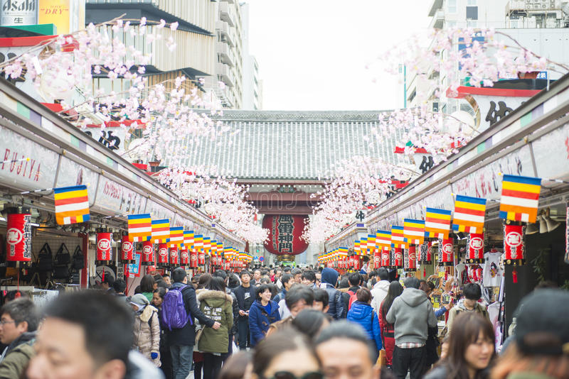 Asakusa - Japan, 20 Februari, 2016: Nakamise het winkelen straat a royalty-vrije stock afbeelding