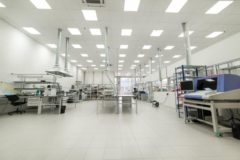 Asamblea de la tienda y fabricación de placas de circuito impresas foto de archivo libre de regalías