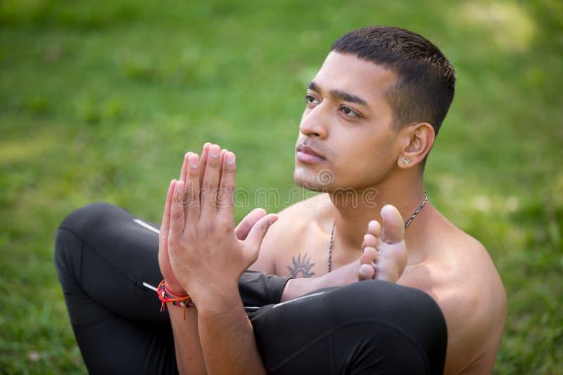 Asana di yoga del feto fotografia stock libera da diritti