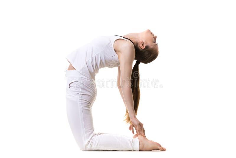 Asana Ustrasana de la yoga fotografía de archivo