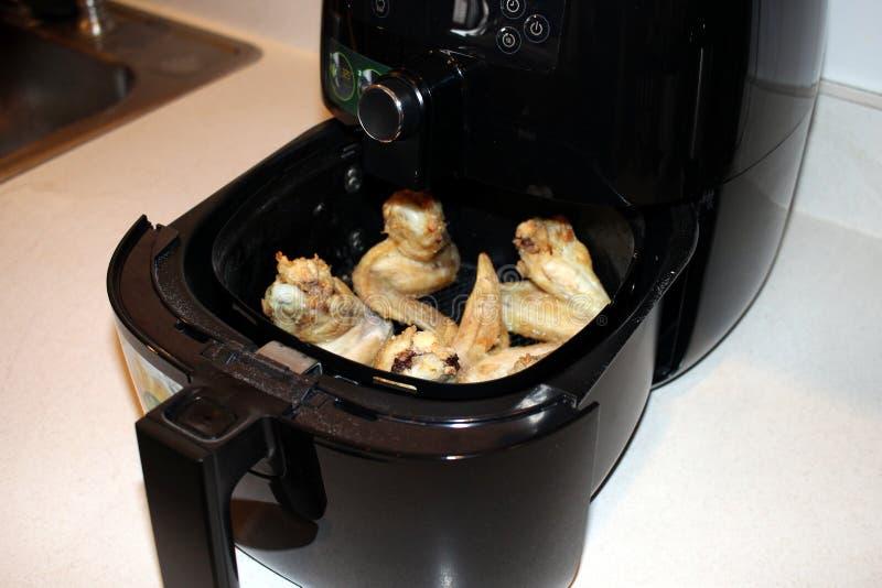 Asas de galinha da frigideira do ar fotos de stock royalty free