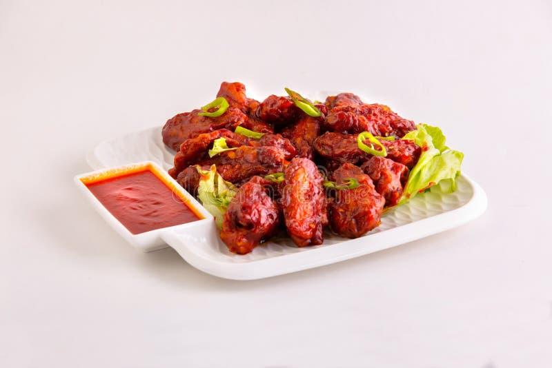 Asas quentes & picantes da galinha do BBQ com molho picante foto de stock royalty free