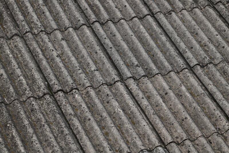 Asbest på ett tak royaltyfri bild