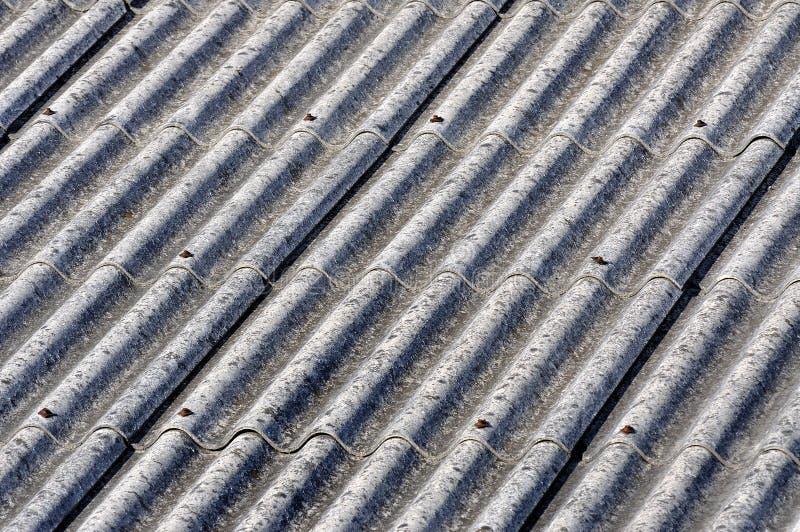 Asbest taklägger arkivbilder
