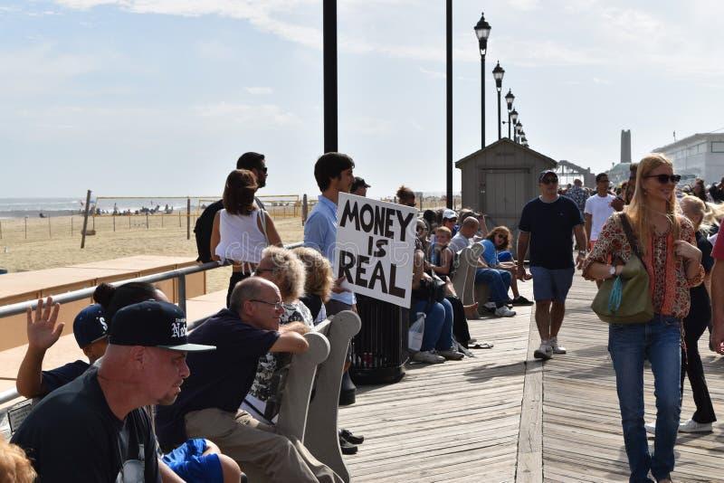 Asburypark, New Jersey - Oktober 7, 2017: Deze mens probeerde om vrees te kalmeren ot de 10de jaarlijkse Asbury-Gang van de Parkz royalty-vrije stock foto's