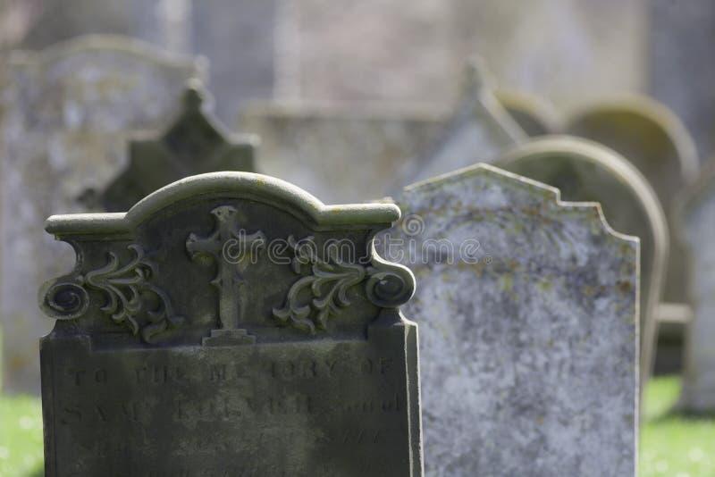 ascendance Pierres tombales fantomatiques de cimetière image stock