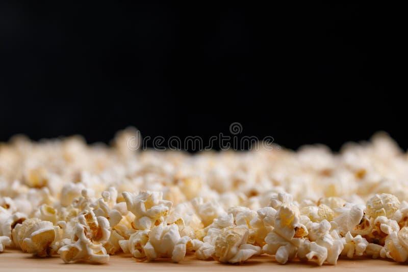 Ascendente próximo da pipoca Oscar Film Academy Concept Petiscos e alimento para olhar o filme imagem de stock royalty free