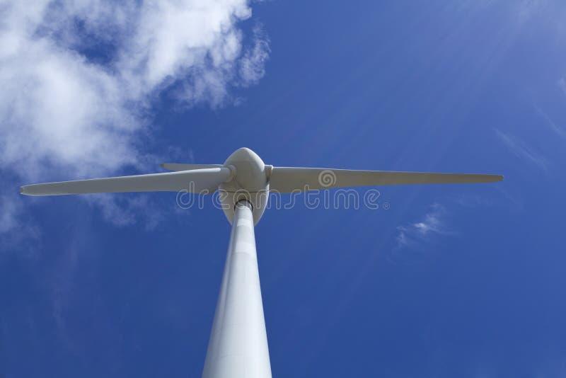 Ascendente próximo da turbina eólica fotografia de stock