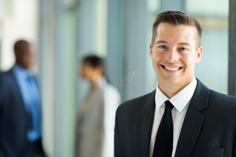 Ascendente próximo do homem de negócios foto de stock royalty free