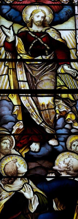 A ascensão de Jesus Christ no vitral fotos de stock