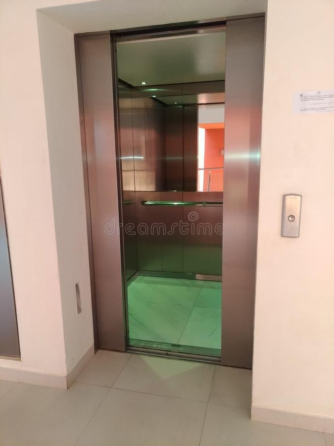 Ascenseur électrique photo libre de droits