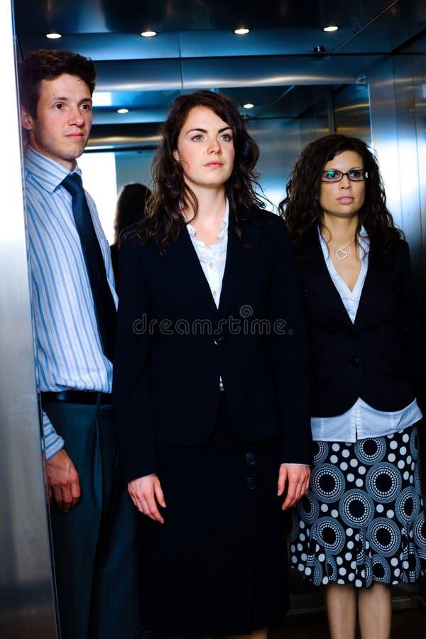 ascenseur d'hommes d'affaires image stock
