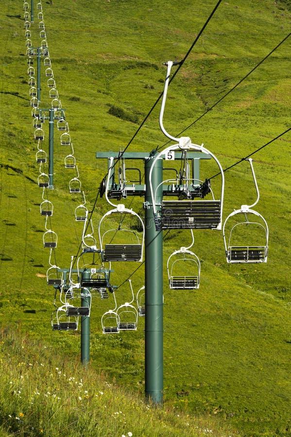 Ascenseur de chaise chez Mont Joly en été photographie stock