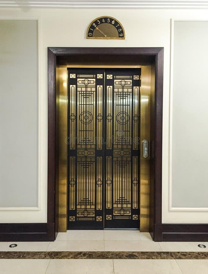 ascenseur de luxe photo stock image 77071970. Black Bedroom Furniture Sets. Home Design Ideas