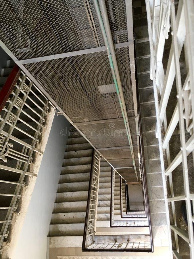 ascenseur et axe d'escaliers images libres de droits