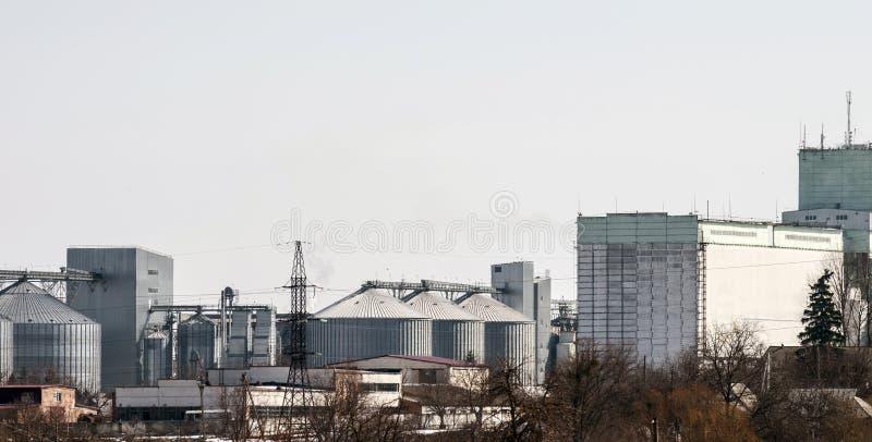 Ascenseur pour le stockage de grain Complexe agricole image stock