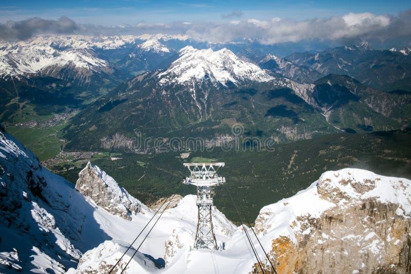 Ascensore aereo e vista panoramica delle alpi, cima della Germania fotografia stock libera da diritti
