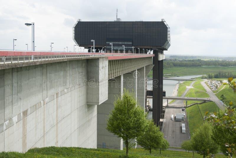 Ascensore della barca di Strépy-Thieu nel canale du Centre, Vallonia, Belgio immagini stock