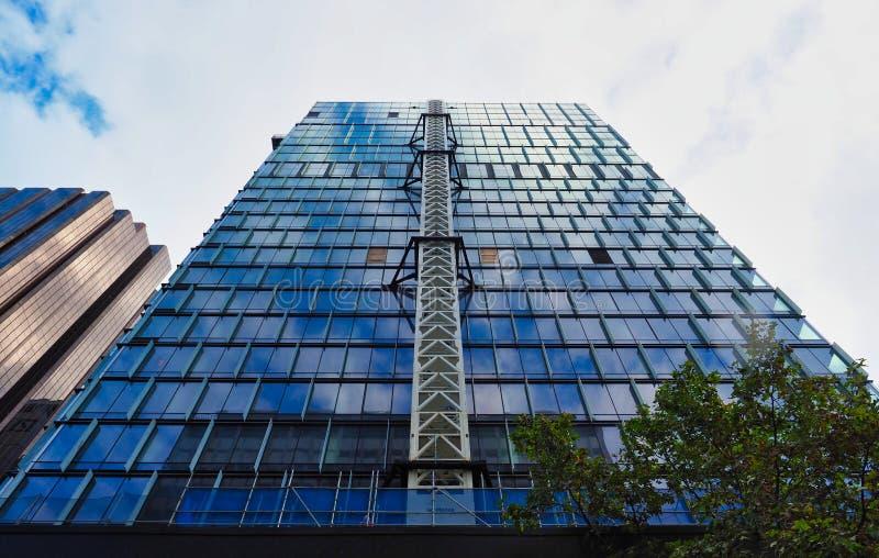 Ascensore esterno sulla costruzione del grattacielo, Sydney, Australia fotografie stock libere da diritti