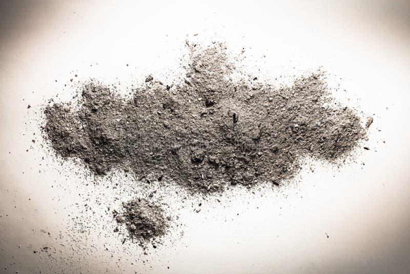 Asche, Staub, Sand oder Schmutz auf einem Stapel als Tod, Verbrennung bleibt, b lizenzfreies stockbild