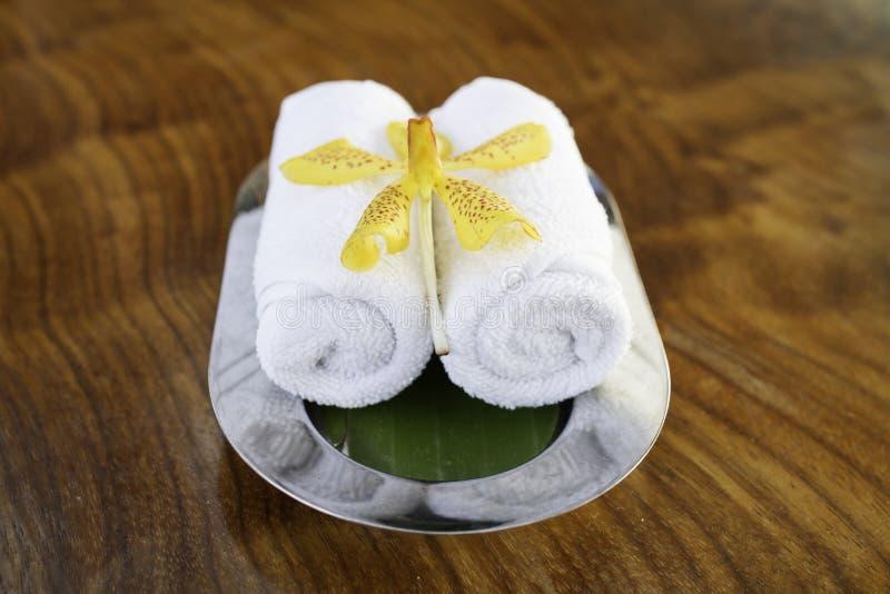 Asciugamani bianchi della stazione termale immagine stock libera da diritti