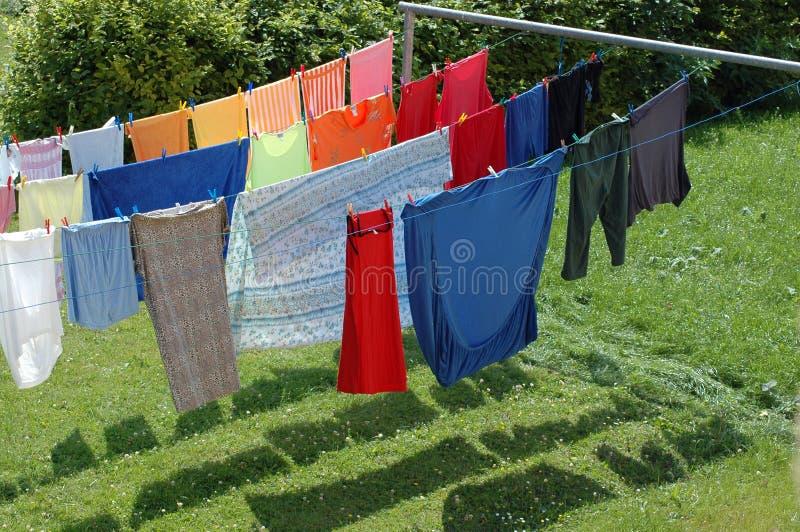 Asciugandosi dopo il lavaggio. fotografie stock