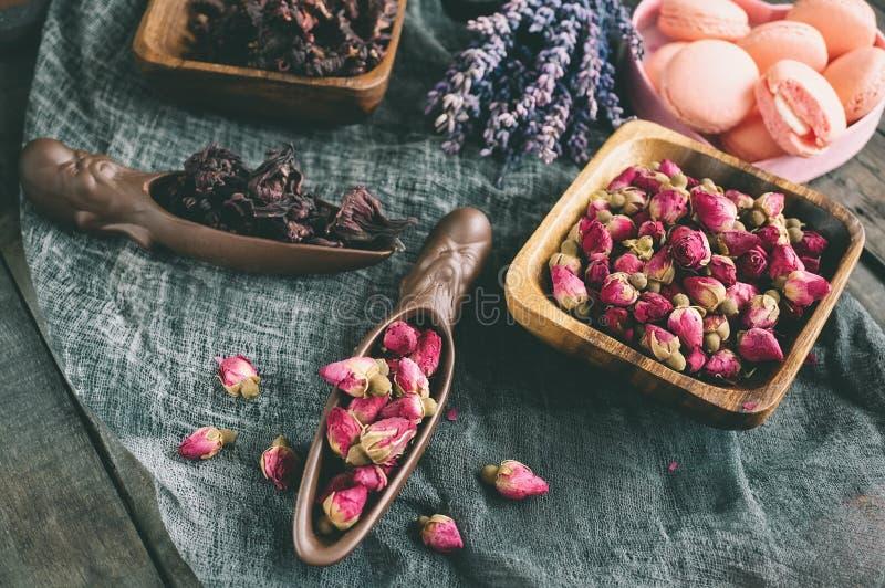 Asciughi i germogli rosa per tè e secchi e secchi in zucchero dell'ibisco Tè cinese dal Yunnan Bi Lo Chun immagine stock