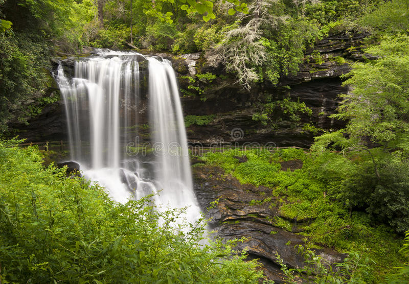 Asciughi il paesaggio della natura delle cascate di NC degli altopiani di cadute fotografie stock