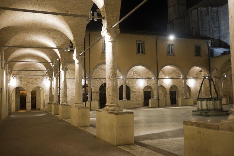 Ascoli Piceno (marços, Italy): Claustro fotografia de stock